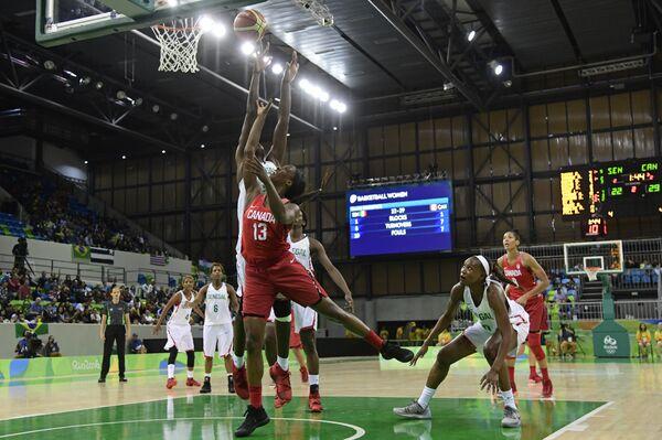 Игровой момент матча Канада - Сенегал