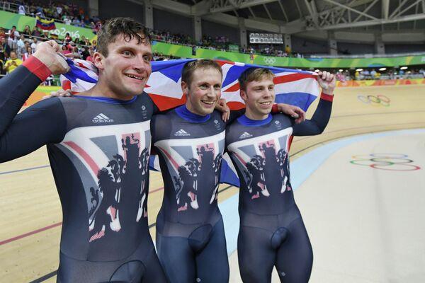 Британские велогонщики Каллум Скиннер, Джейсон Кенни и Филип Хиндес (слева направо)
