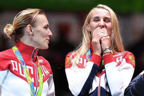 Ольга Кочнева, Виолетта Колобова (слева направо)