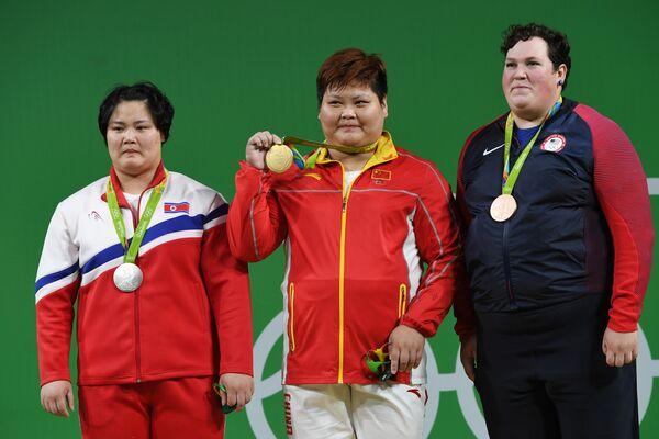 Ким Кук Хян, Мэн Супин и Сара Элизабет Роблс (слева направо)