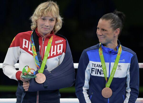Анастасия Белякова и Мира Потконен (слева направо)