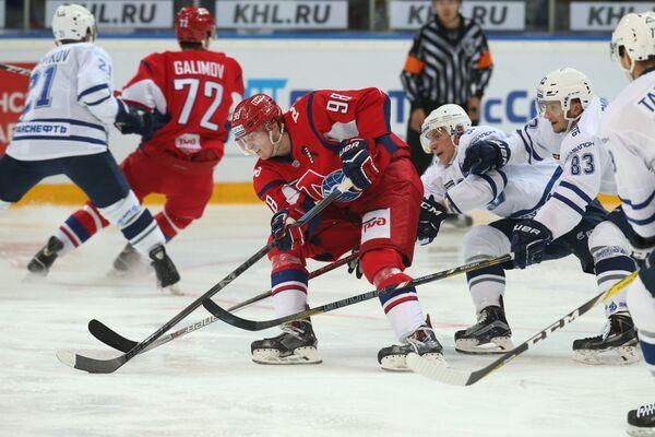 Игровой момент матча регулярного чемпионата КХЛ Локомотив - Динамо (Москва)