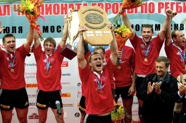 Андрей Кузин (в центре)