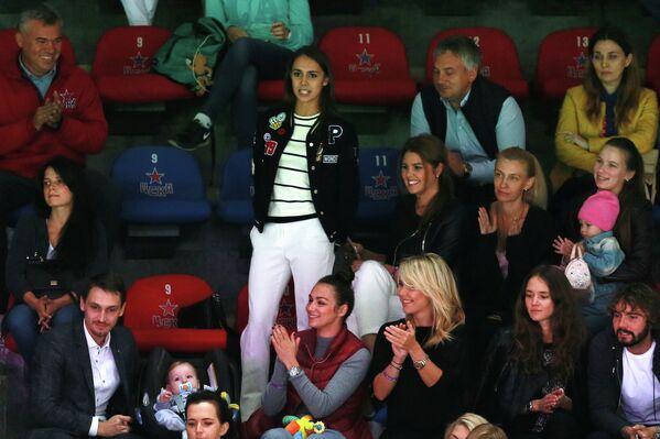 Олимпийская чемпионка Рио-2016 Маргарита Мамун (в центре) во время матча ЦСКА - Ак Барс