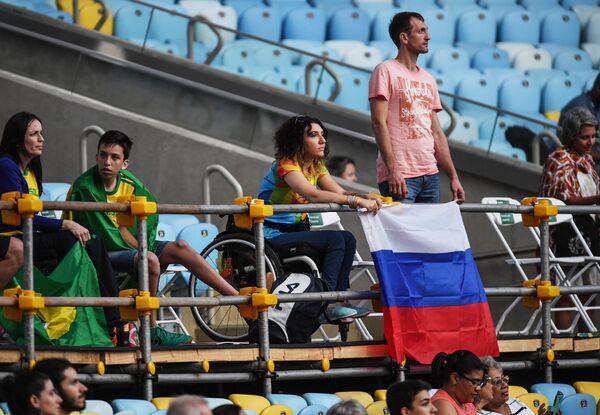 Российские болельщики на церемонии открытия XV летних Паралимпийских игр 2016 в Рио-де-Жанейро