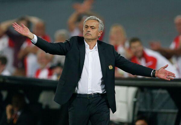Главный тренер английского футбольного клуба Манчестер Юнайтед Жозе Моуринью