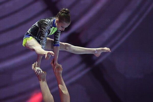 Выступление артистов на премьере шоу Алексей Немов и легенды спорта