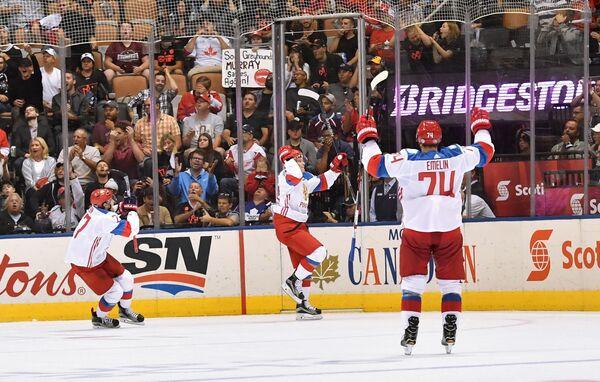 Хоккеисты сборной России Иван Телегин, Владислав Наместников и Алексей Емелин (слева направо)