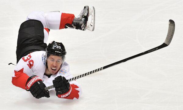 Нападающий сборной Канады Логан Кутюр