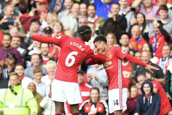 Футболисты Манчестер Юнайтед Поль Погба и Джесси Лингард