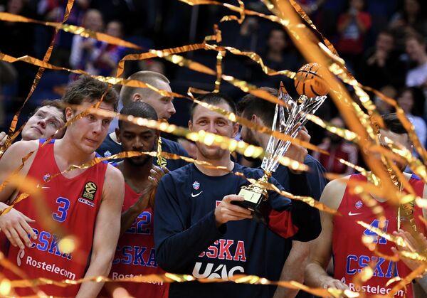 Игроки ПБК ЦСКА Михаил Кулагин, Кори Хиггинс, Виталий Фридзон и Никита Курбанов (слева направо)