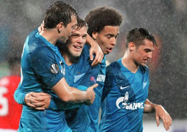 Футболисты Зенита Артём Дзюба, Александр Кокорин, Аксель Витсель и Роберт Мак (слева направо)