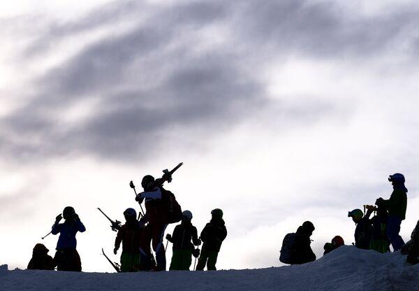 Спортсмены в австрийских Альпах в Рамзау, где российские биатлонисты проводят предсезонную тренировку