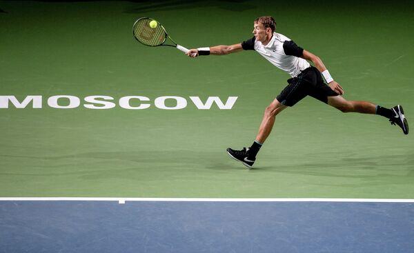 Российский теннисист Андрей Кузнецов во время матча Международного теннисного турнира ВТБ Кубок Кремля