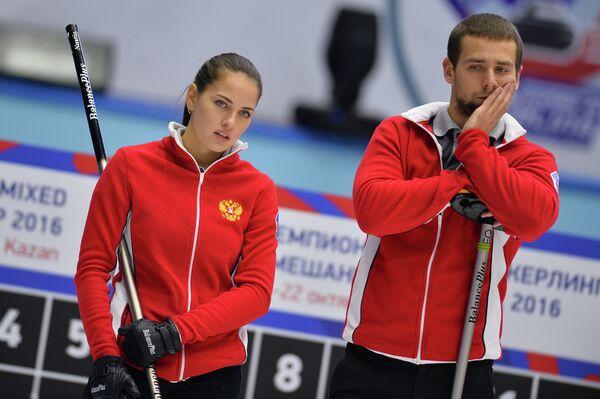 Игроки сборной России Александр Крушельницкий и Анастасия Брызгалова