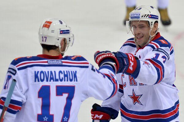 Хоккеисты СКА Илья Ковальчук (слева) и Павел Дацюк