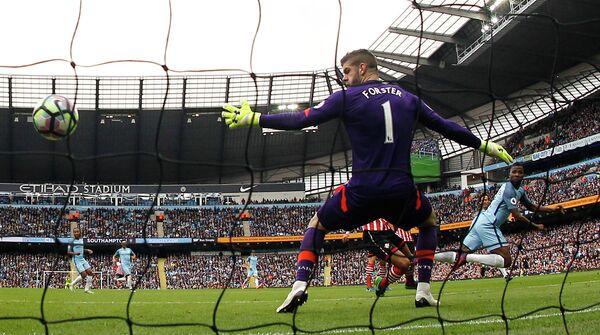 Игровой момент матча чемпионата Англии по футболу Манчестер Сити - Саутгемптон