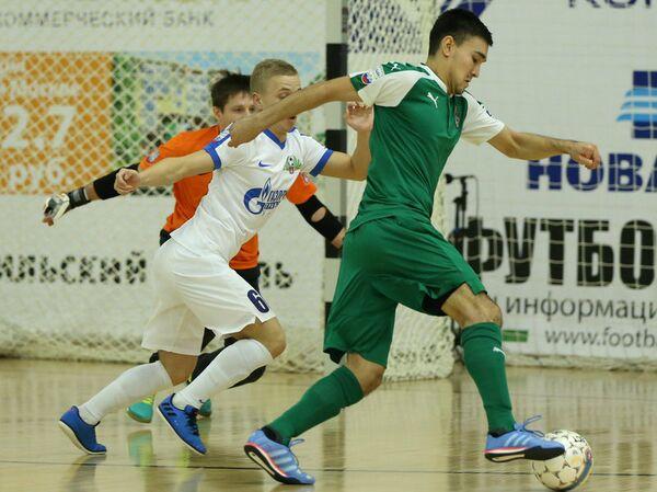 Игровой момент матча чемпионата России по мини-футболу Дина - Ухта
