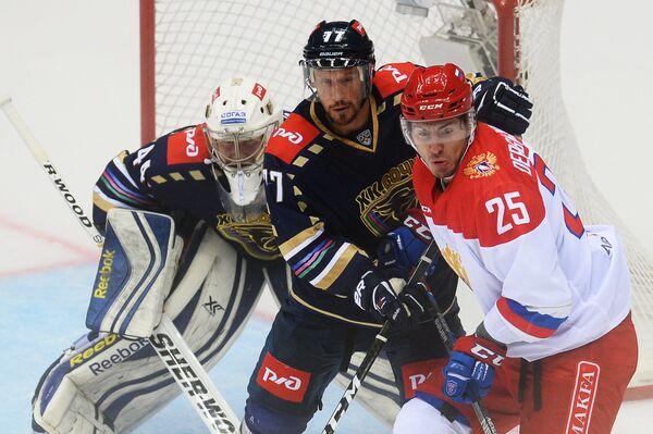 Илья Горохов (в центре)