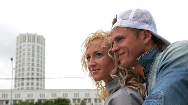 Футболист Дмитрий Тарасов с супругой Ольгой Бузовой