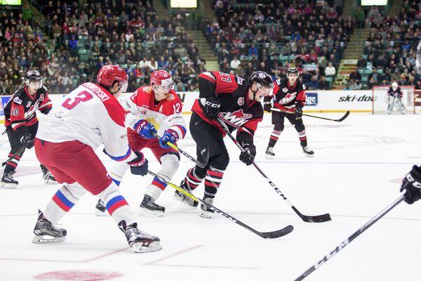 Игровой момент матча Суперсерии между молодежной сборной России и сборной WHL