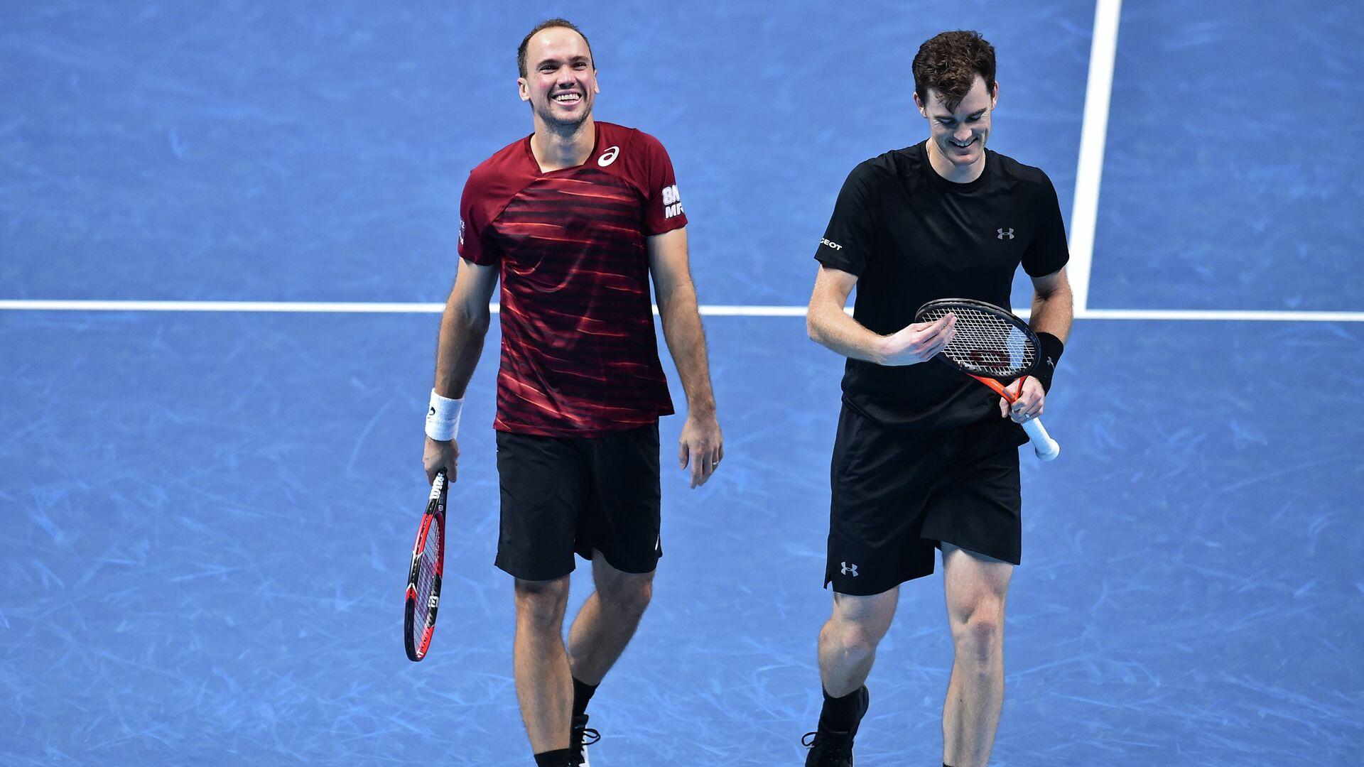 Бразильский теннисист Бруно Соарес и британец Джейми Маррей (слева направо) - РИА Новости, 1920, 21.07.2021