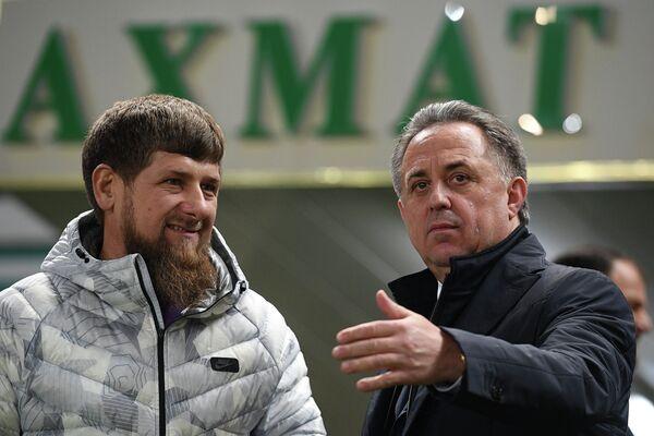 Глава Чеченской Республики Рамзан Кадыров (слева) и заместитель председателя правительства РФ, президент Российского футбольного союза Виталий Мутко