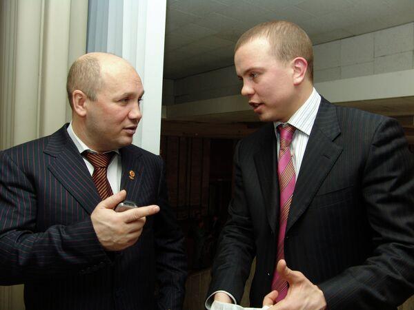 Эдуард Хусаинов (слева)