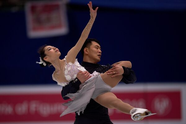 Китайские фигуристы Юй Сяоюй и Чжан Хао на этапе Гран-при в Пекине