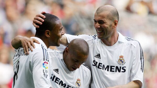 Футболисты мадридского Реала Жулио Баптиста, Роберто Карлос и Зинедин Зидан (слева направо), 2006 год