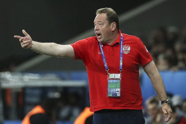 Главный тренер сборной России Леонид Слуцкий