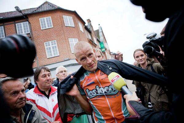 Известный датский велогонщик Микаэль Расмуссен (в центре)
