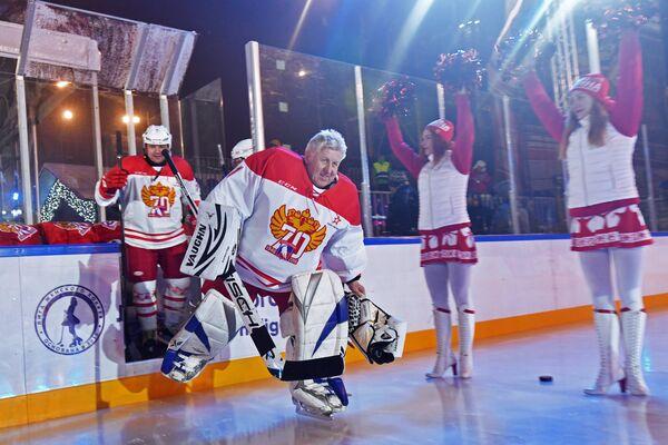 Владимир Мышкин (в центре)