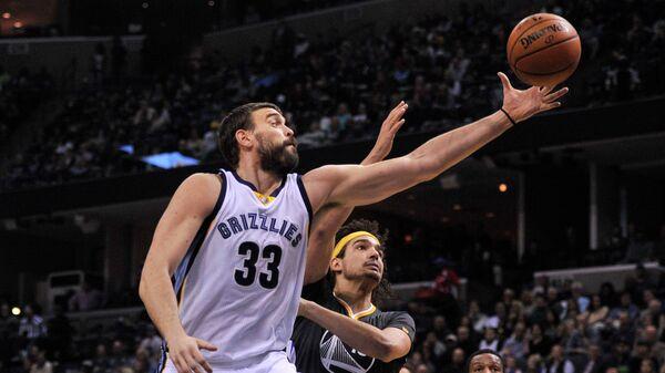 Центровой клуба НБА Мемфис Гризлис Марк Газоль (№33)