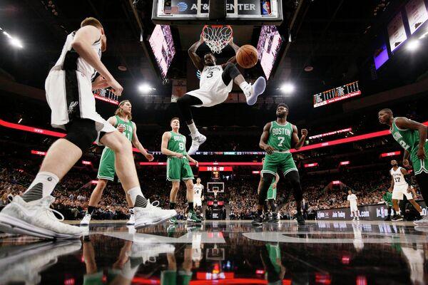 Игровой момент матча НБА Сан-Антонио Сперс - Бостон Селтикс