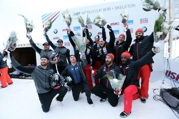 Призеры в соревнованиях четверок на втором этапе Кубка мира по бобслею в Лейк-Плэсиде (слева направо): экипаж американца Стивена Холкомба, экипаж швейцарца Рико Петера и экипаж канадца Кристофера Спринга