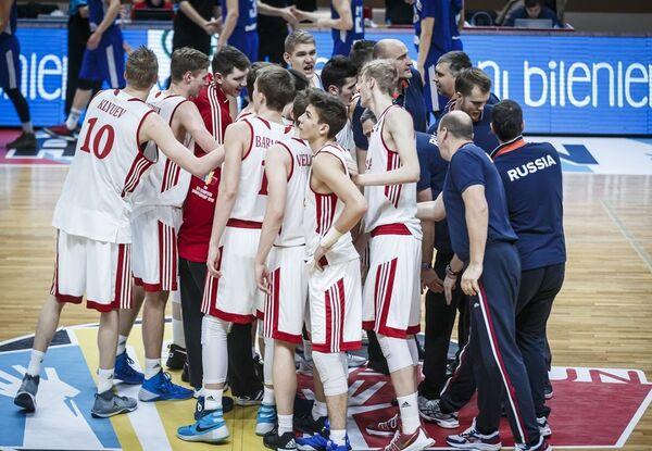Баскетболисты юношеской сборной России (до 18 лет)