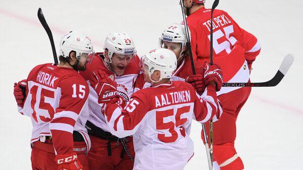 Игроки ХК Витязь Роман Горак, Алексей Копейкин, Миро Аалтонен и Марио Кемпе (слева направо)