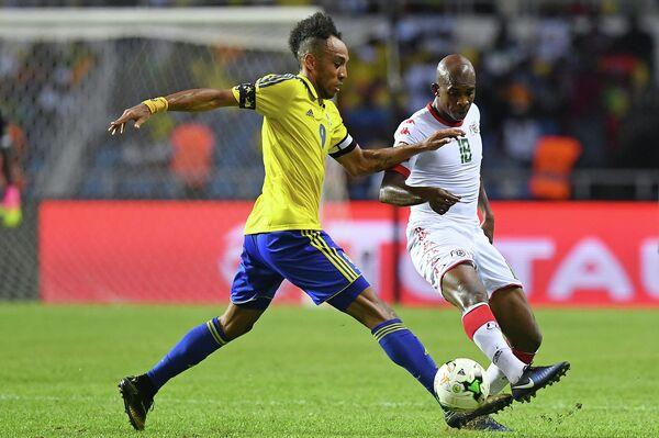Игровой момент матча Габон - Буркина-Фасо
