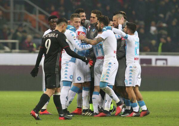 Футболисты Наполи радуются победе