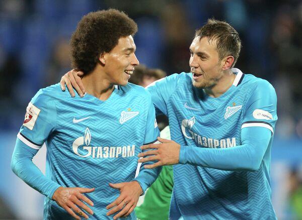 Аксель Витсель (слева) и Артём Дзюба