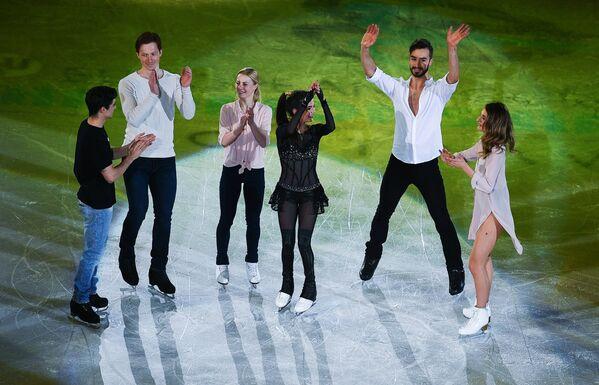 Габриэлла Пападакис и Гийом Сизерон (Франция), Евгения Медведева, Евгения Тарасова и Владимир Морозов (Россия), Хавьер Фернандес (Испания) (справа налево)