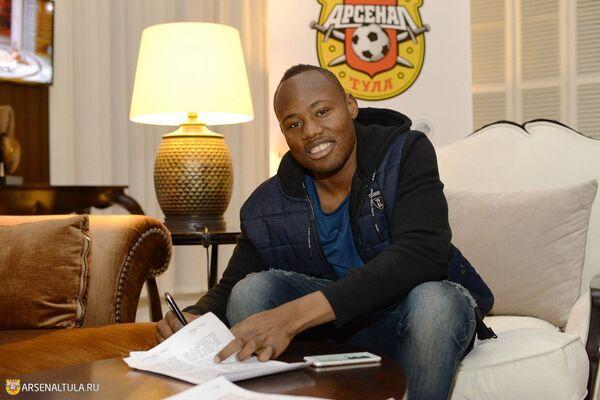 Защитник сборной Замбии Стопилла Сунзу