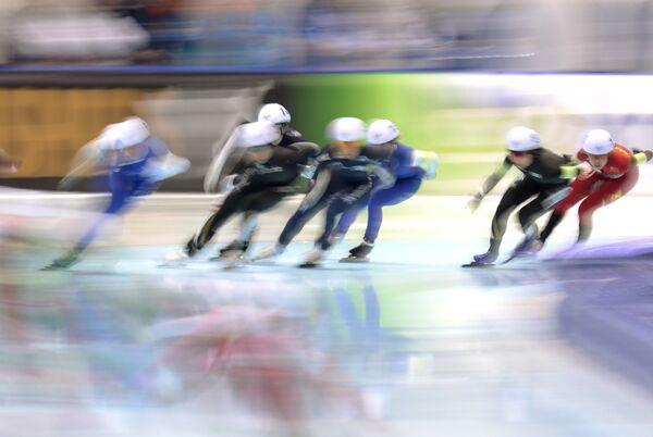 Спортсменки на дистанции масс-старта