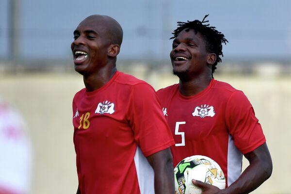Футболисты сборной Буркина-Фасо Шарль Каборе и Патрик Мало (слева направо)