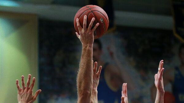 Баскетбольный мяч Евролиги во время матча между Химками и Баварией