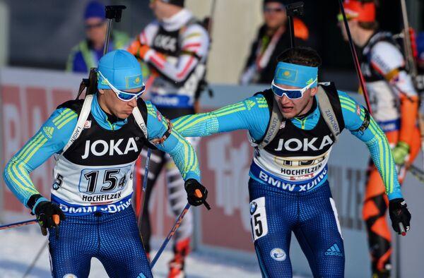 Казахстанские биатлонисты Максим Браун и Ян Савицкий (слева направо)