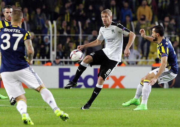 Игровой момент матча Фенербахче - Краснодар