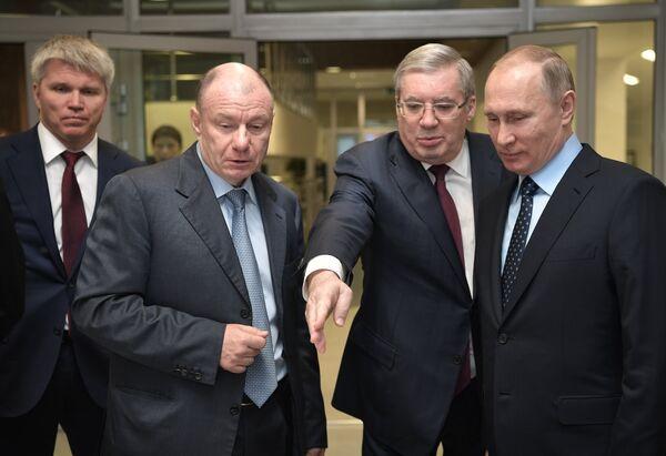 Владимир Потанин, Виктор Толоконский и Владимир Путин (слева направо на первом плане)