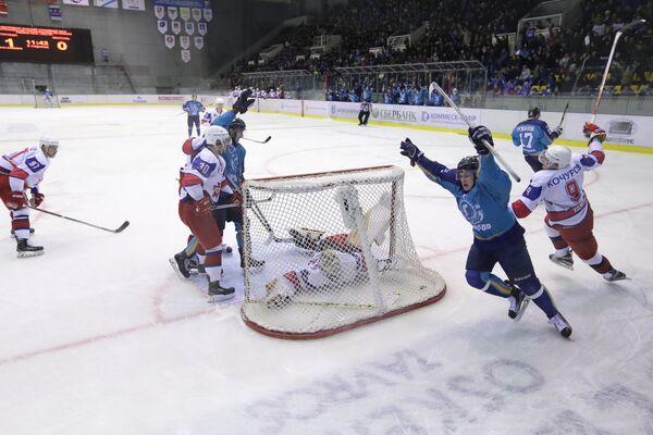 Игровой момент матча между усть-каменогорским Торпедо и Ижсталью